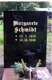 Granit Black poliert, Inschrift vergoldet, Blattgold, Gothische Schrift